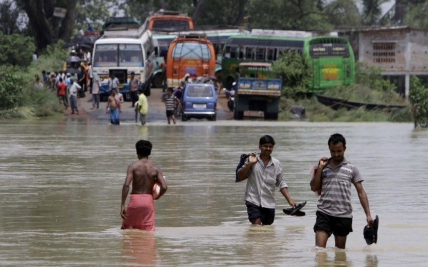 Hindistanda leysan yağışlar nəticəsində 324 nəfər ölüb