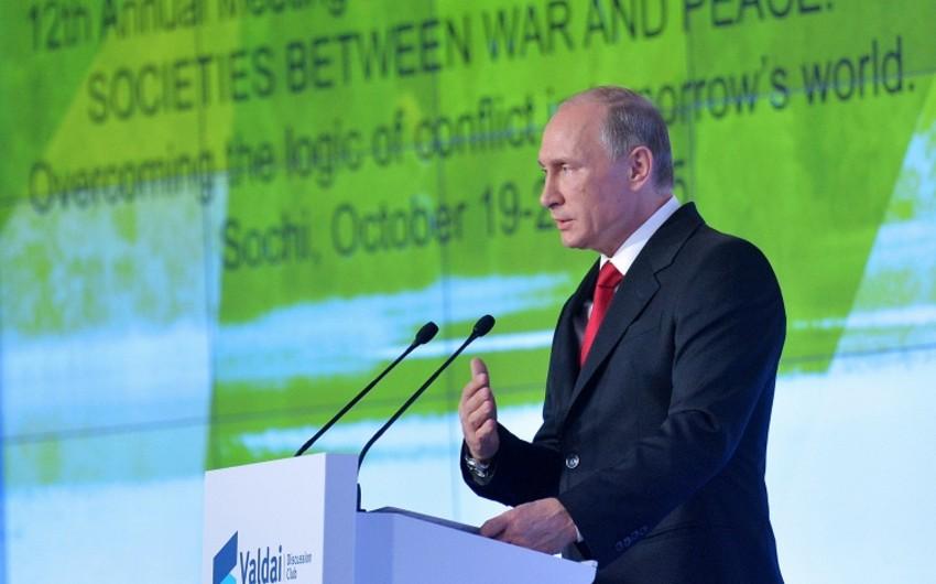 Vladimir Putin Rusiyanın Suriyadakı uğurları və ABŞ-ın uğursuzluqlarından danışıb - VİDEO