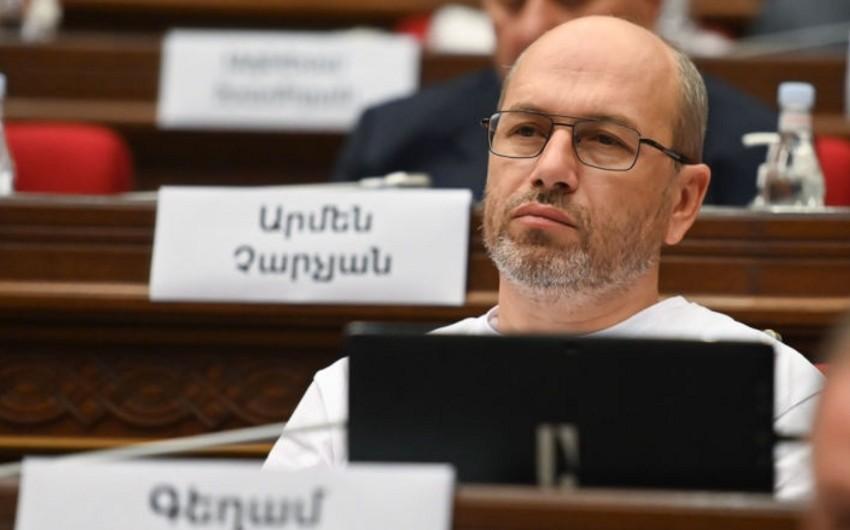 Ermənistan parlamentində döyülən deputat xəstəxanaya yerləşdirilib