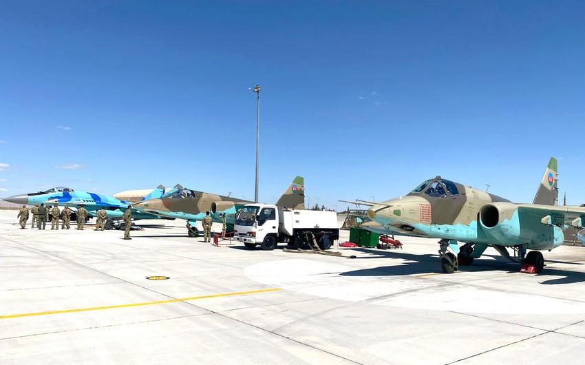 Azərbaycan hərbi pilotları TURAZ Şahini-2021 təlimlərində ətrafı tanıma uçuşları keçirib