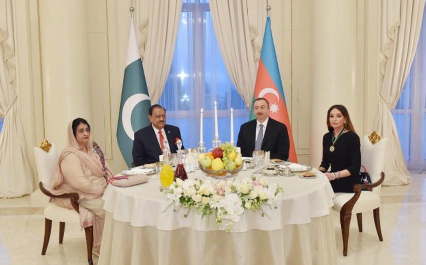 Bakıda Pakistan prezidentinin şərəfinə ziyafət verilib