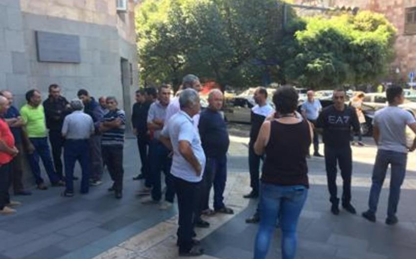 Ermənistan hökumətinin binası qarşısında aksiya keçirilir