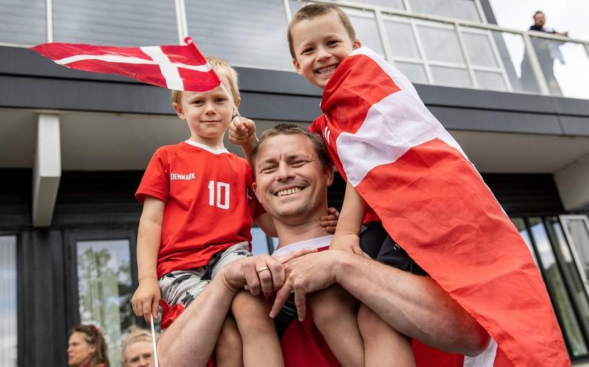 AVRO-2020: Danimarka millisi Bakıya yola düşdü