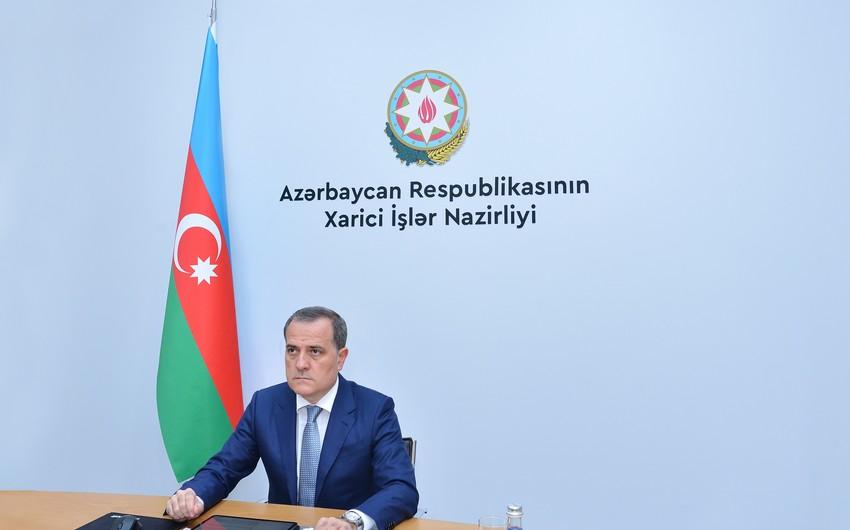 Ceyhun Bayramov diplomatlarla müşavirə keçirib