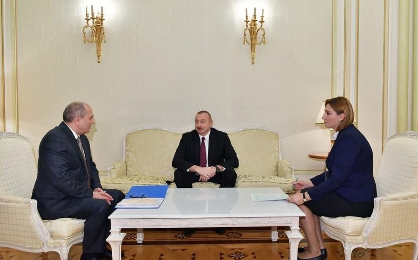 Ильхам Алиев, принимая участие в проводимой в нашей стране переписи населения, ответил на вопросы переписного листа и анкеты