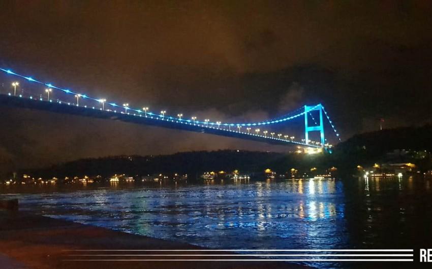 İstanbulun körpüləri Azərbaycan bayrağının rəngləri ilə işıqlandırıldı