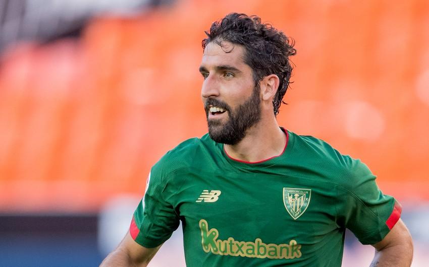 Spanish midfielder sets record in La Liga