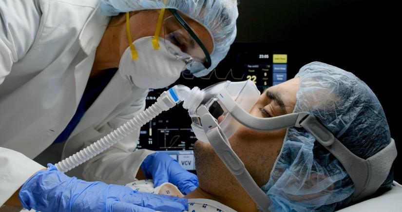 Süni tənəffüs cihazına qoşulan koronaviruslu xəstələrin sayı açıqlanıb