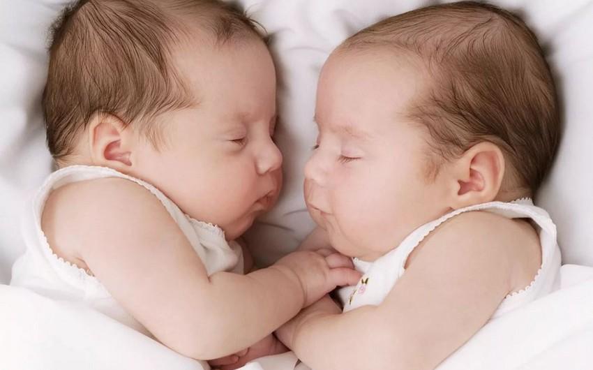 В этом году в Азербайджане родились 336 двойняшек, 6 тройняшек