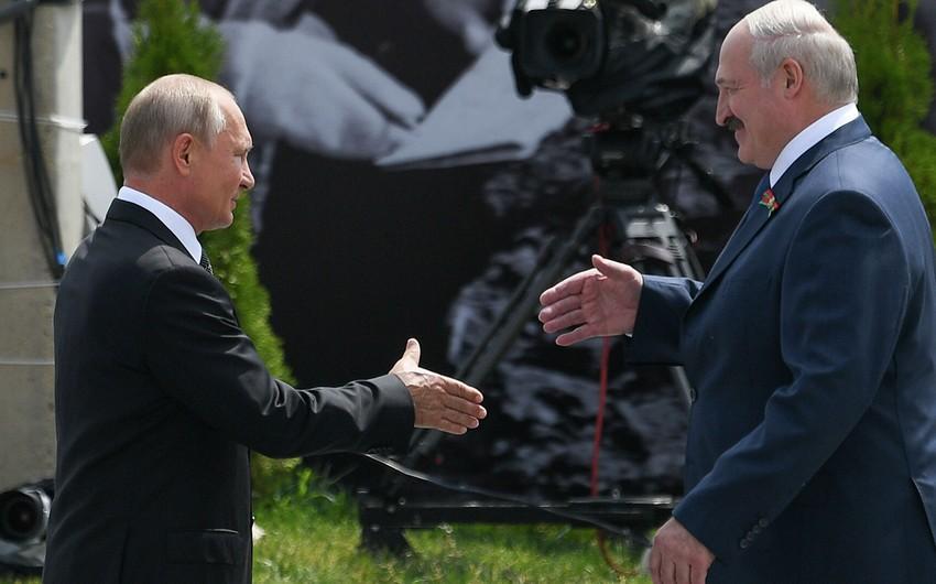 Putin Avropaya Lukaşenko ilə danışıq aparmağı məsləhət görüb