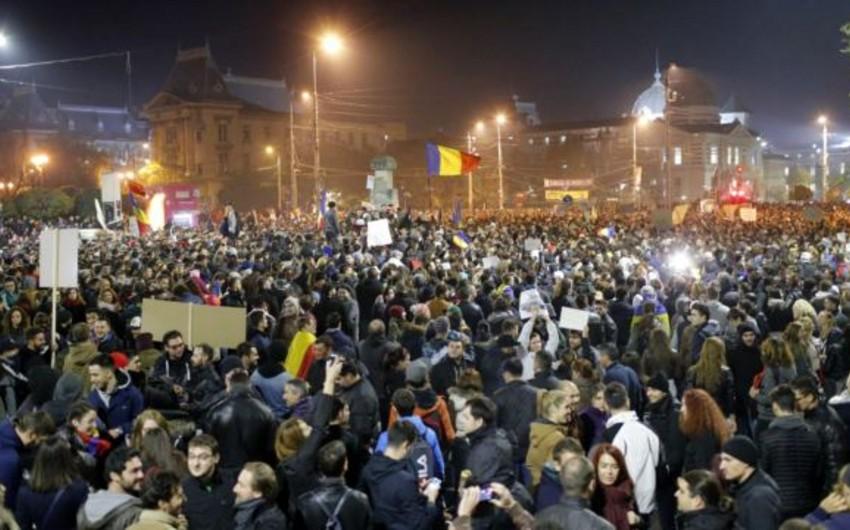 Rumıniyada kütləvi etirazlar davam edir