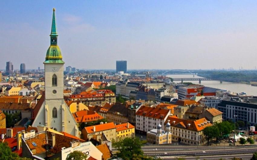 Словакия высылает дипломатов России по обвинению в шпионаже