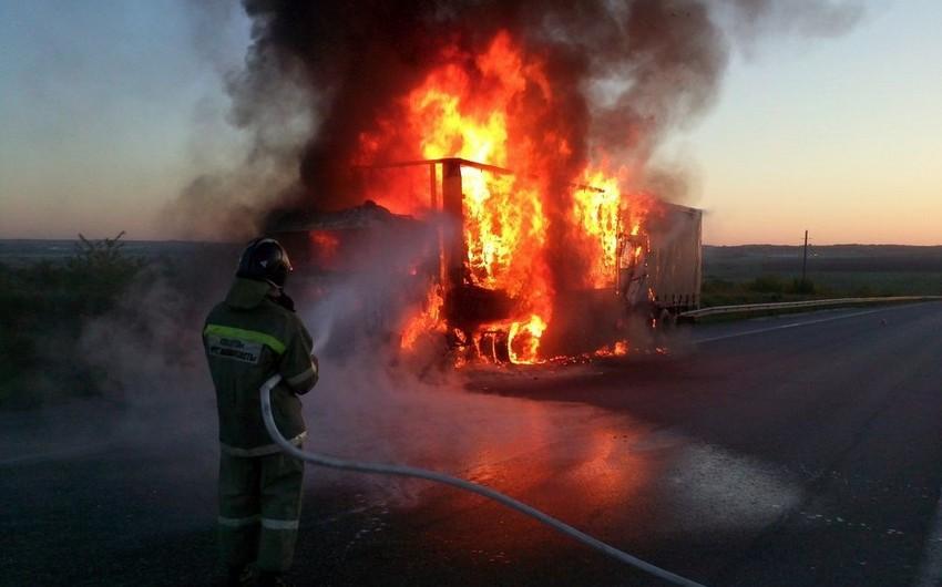 В Армении сгорел автомобиль с военными