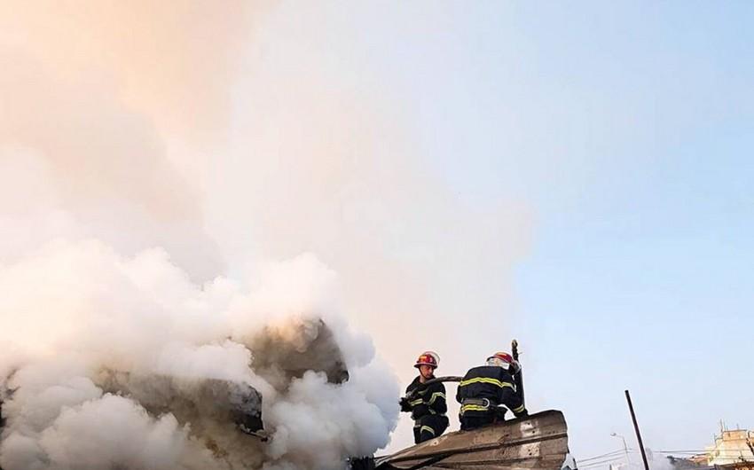 Tbilisidə taxta materialların saxlandığı anbarlarda güclü yanğın olub
