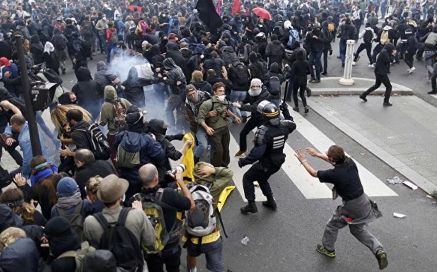 Fransada keçirilən aksiyada baş vermiş qarşıdurma zamanı 12 nəfər xəsarət alıb