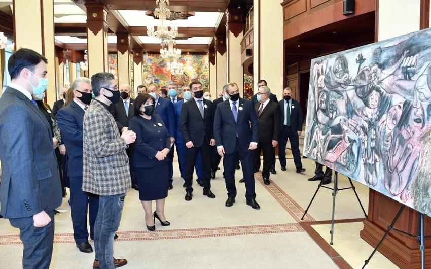 В Милли Меджлисе открылась выставка картин, посвященных Ходжалинскому геноциду