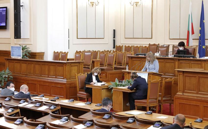 Bulgaria: Government survives no-confidence vote over corruption