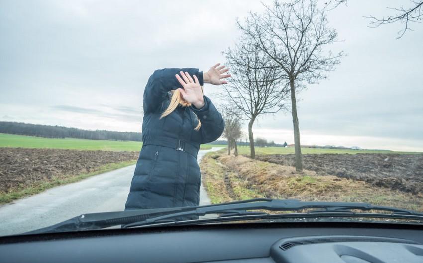 Abşeronda avtomobil qadını vurub öldürdü