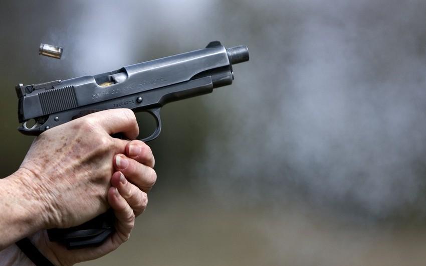 В Баку полицейский застрелил ударившего ножом вора