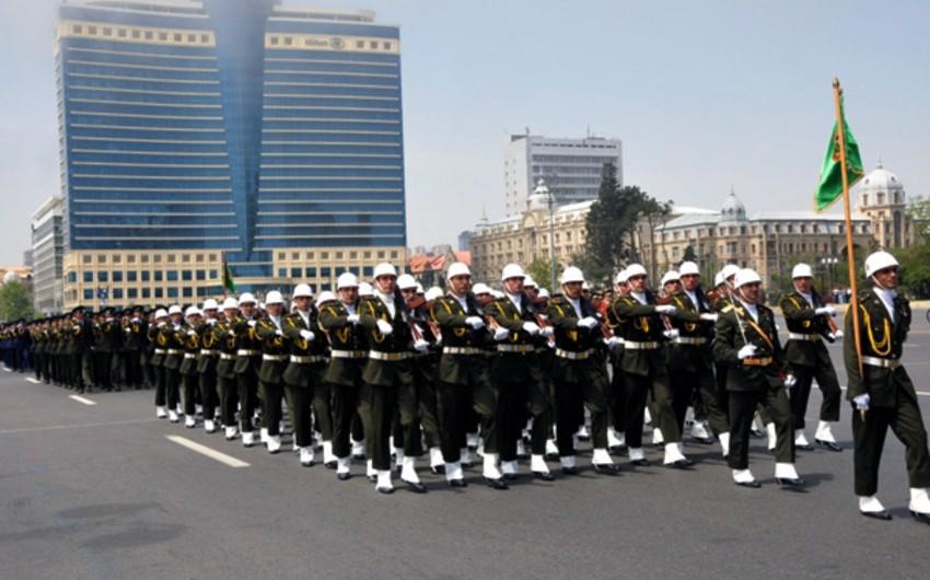 Президент Азербайджана повысил ежемесячное денежное обеспечение военнослужащих