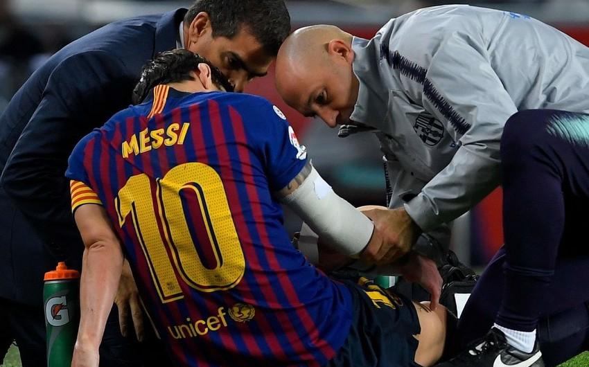 """Messi Sevilya"""" ilə qarşılaşmada zədələnərək meydanı erkən tərk edib - FOTO"""