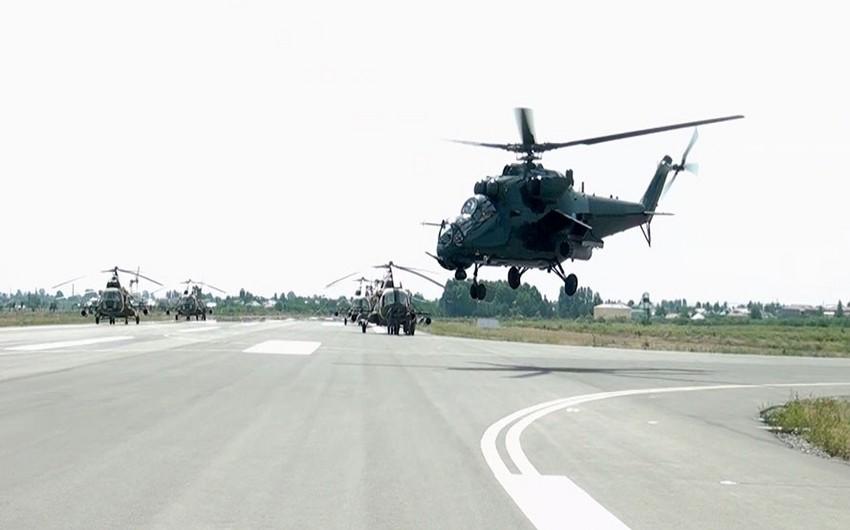HHQ-nin helikopter bölmələri uçuş məşqləri keçirir - VİDEO