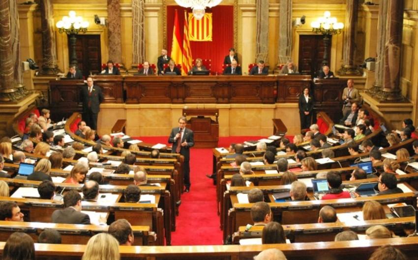 Kataloniya parlamenti fəaliyyətini dayandırıb