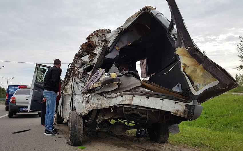 Rusiyada avtobusla taksinin toqquşması nəticəsində ölənlərin sayı 13 nəfərə çatıb - YENİLƏNİB - VİDEO