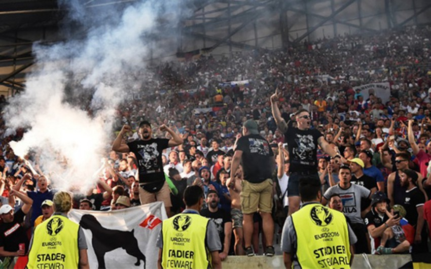 Marsel fanatları Bilbao stadionunun stüardlarına küt alətlə xəsarət yetiriblər