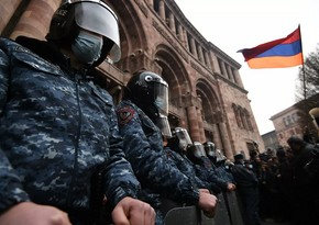 Etirazçılar Yerevanda hökumət binasına soxulublar