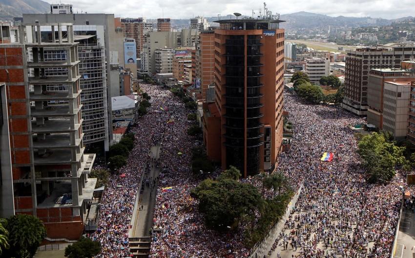 Venesuelada etiraz aksiyaları zamanı azı 16 nəfər ölüb - VİDEO