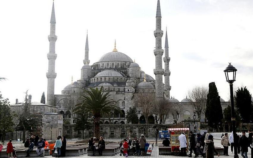 İstanbuldakı terrordan sonra Sultanəhməd məscində ilk cümə namazı qılınır