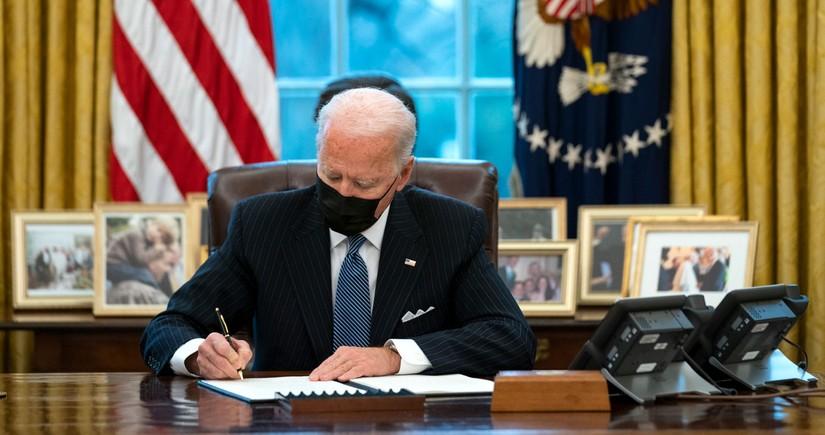 ABŞ İran əleyhinə sanksiyaların müddətini 1 il müddətinə artırıb