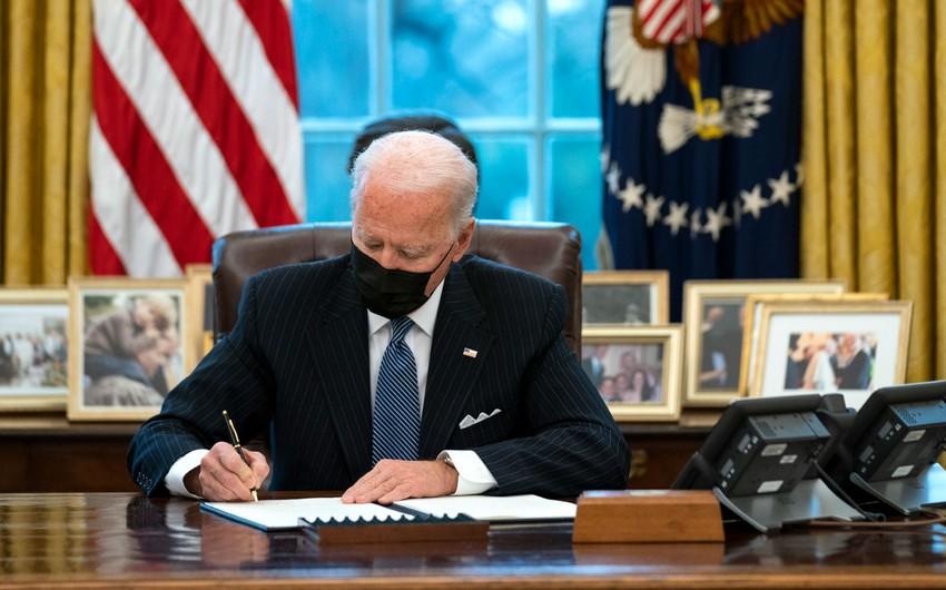 ABŞ prezidenti İrana qarşı sanksiyaların müddətini 1 il artırıb