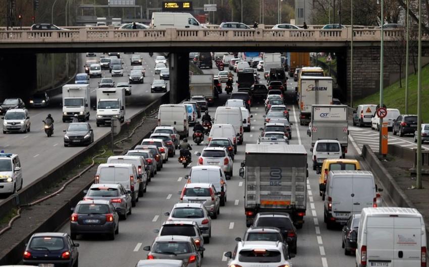 Fransada yollarda 1100 km-lik tıxac yaranıb
