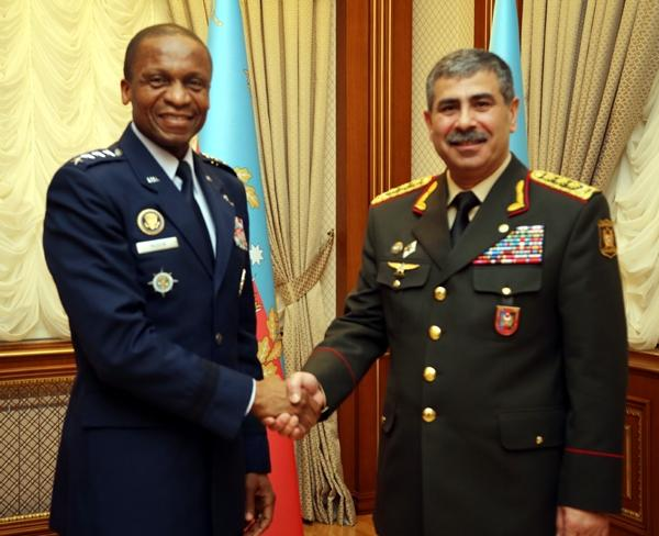 Defense Minister met with Commander of US Transportation Command