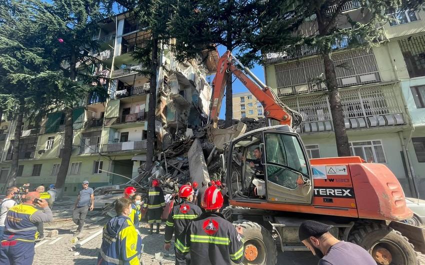 Batumidə binanın çökməsi ilə bağlı 3 nəfər saxlanılıb