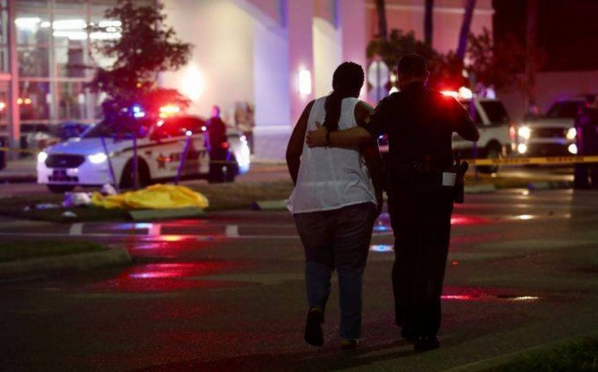 Florida shopping centre shooting: two killed, two injured
