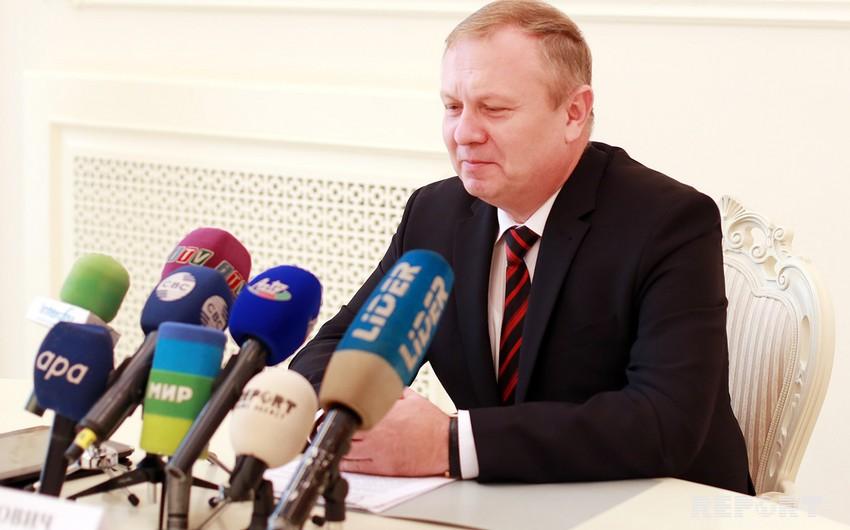 Belarus səfiri Azərbaycan Prezidentinin köməkçisi ilə görüşüb