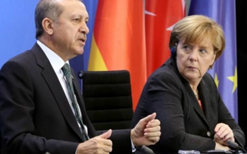 Angela Merkel: Ərdoğanla danışığımız konstruktiv keçib