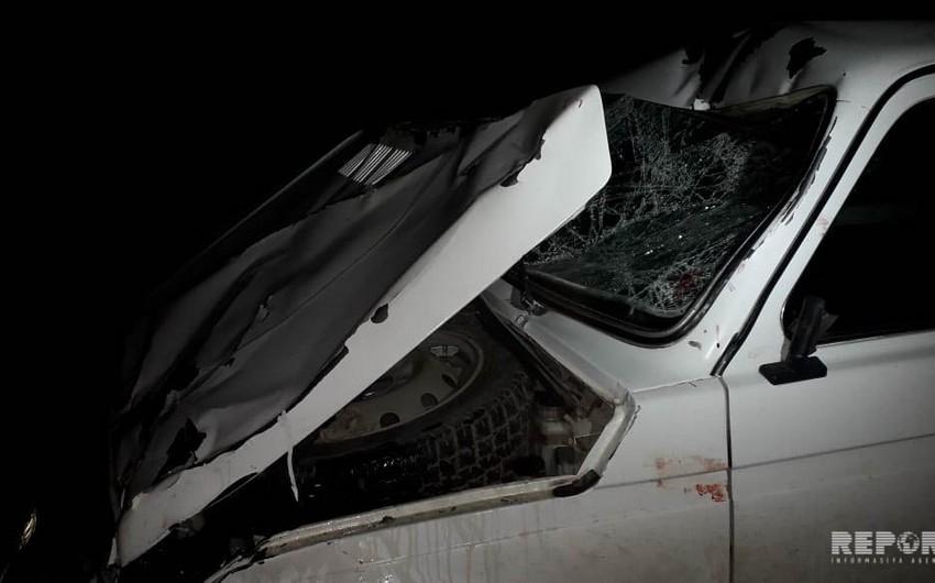 В Шемкире бетономешалка столкнулась с легковым автомобилем