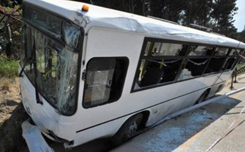 Gürcüstanda avtobusun aşması nəticəsində 20 nəfər yaralanıb