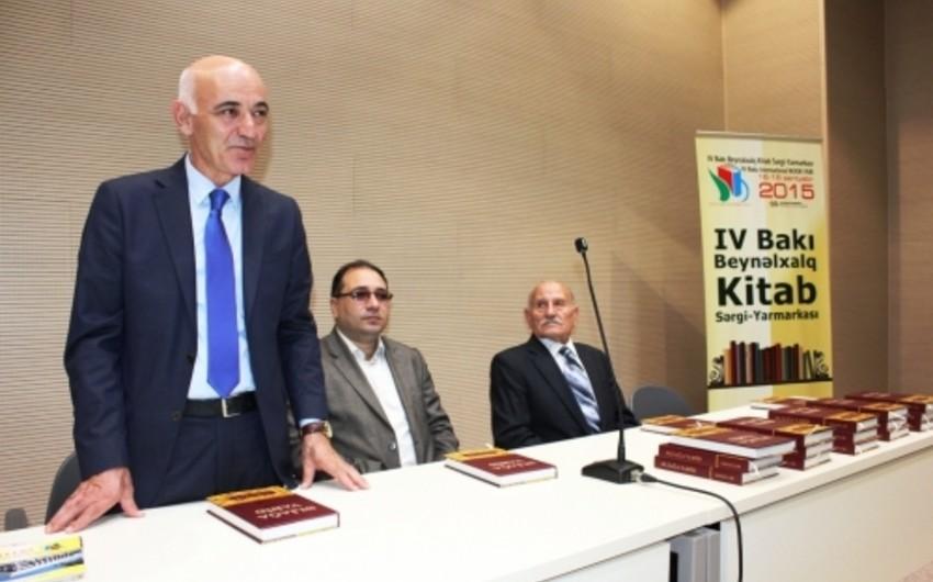 """""""Əliağa Vahid. Qəzəllər"""" kitabının təqdimatı keçirilib"""