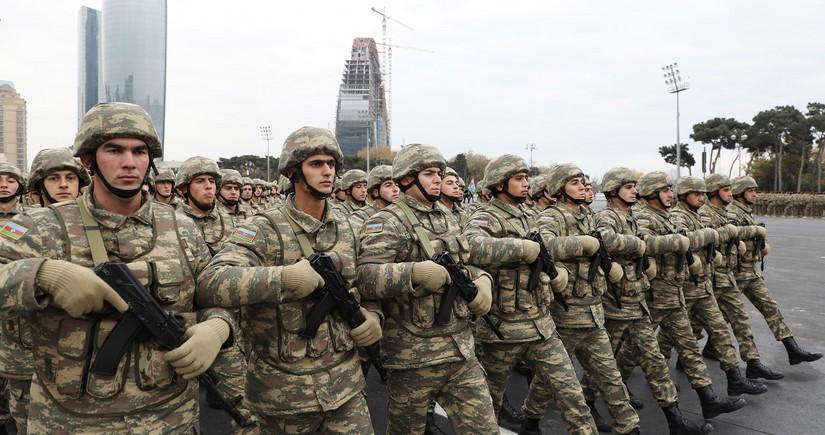 Министр: Азербайджан - одна из немногих стран, производящих оружие самообороны пехоты