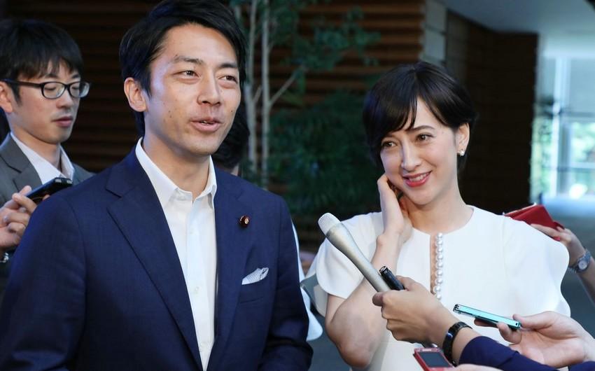 Yaponiyada ilk dəfə kişi nazir uşağına görə məzuniyyət götürəcək - FOTO