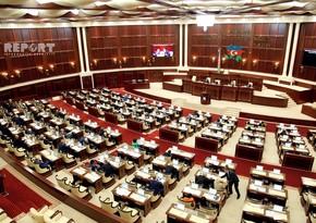Milli Məclis əmək pensiyalarının artırılması üçün qanunvericiliyə dəyişikliyi müzakirə edir