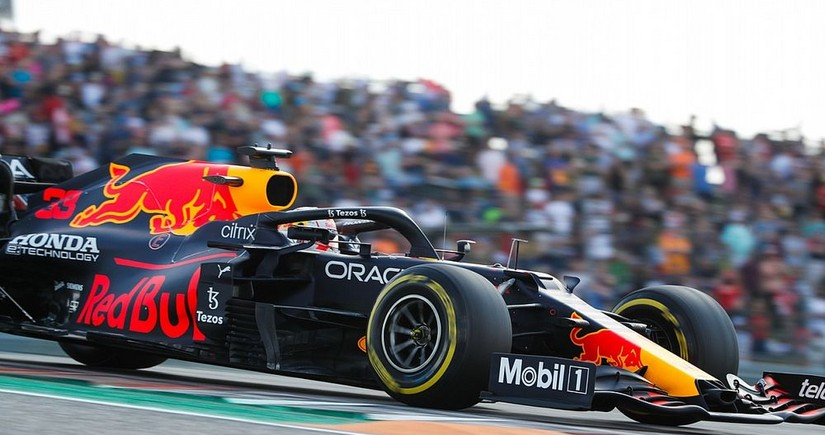 Пилот Ред Булла выиграл квалификацию Гран-при США Формулы-1