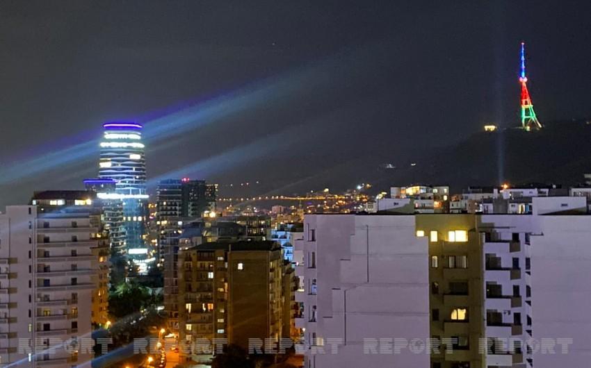Tbilisi teleqülləsi Azərbaycan bayrağının rəngləri ilə işıqlandırılıb - FOTO