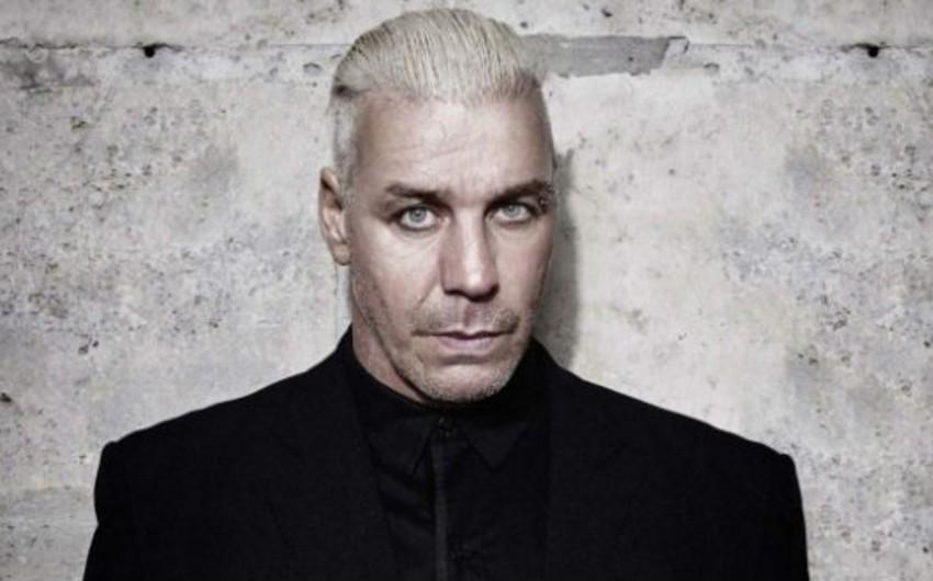 Rammsteinin solisti pərəstişkarının çənəsini qırıb