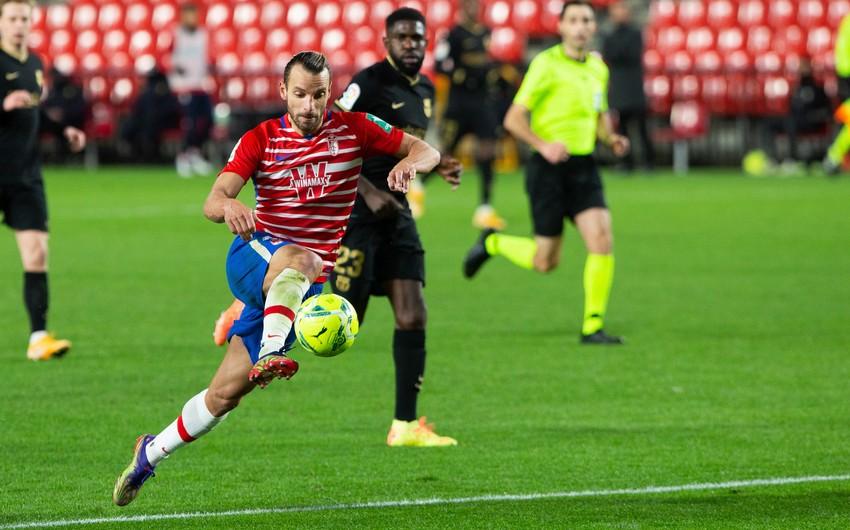 İspaniyalı futbolçu Barselonanın baş məşqçisini təlxək adlandırdı